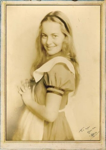 In 1933, Olivia appeared in Alice in Wonderland.