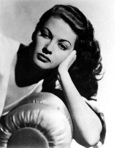 Anna Dundee (Yvonne DeCarlo) in Criss Cross (1949)