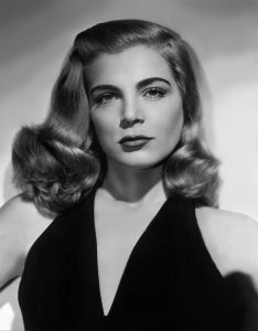 Dusty Chandler (Lizabeth Scott) in Dead Reckoning (1947)
